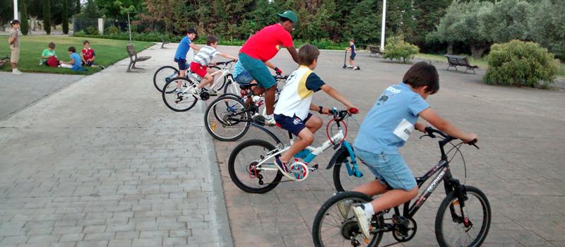 Los de 4º invadimos con nuestras bicis